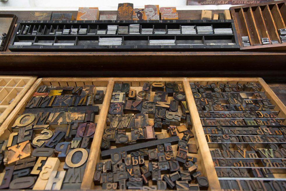 Common Press hosts regular programming, in which students can try their hand at letter press, work with visiting artists, and take place in demonstrations. There are also classes held in the Common Press studio, such as Typography and Cultures of the Book.